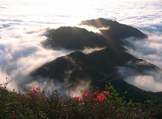 距离南昌仅一小时,这座被三清山掩盖多年的仙山,终于