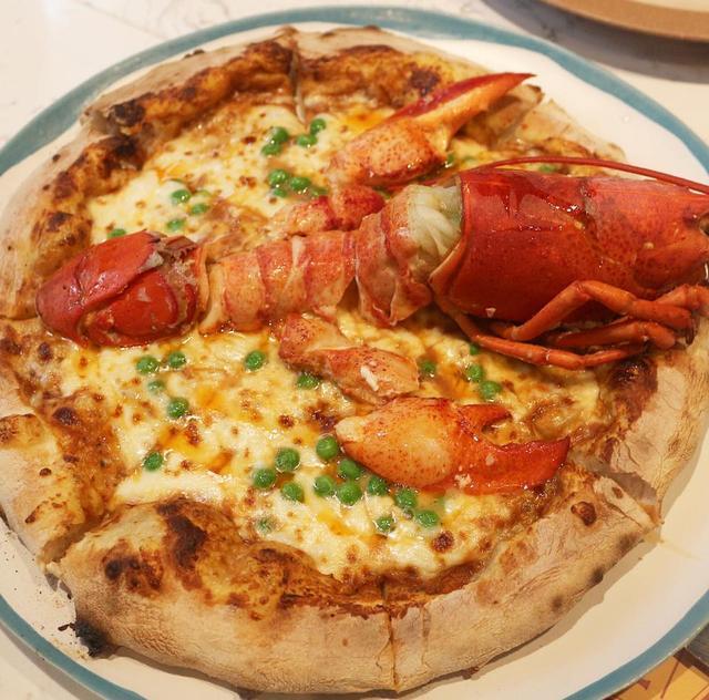 泰好吃 龙虾恋上披萨 1390铢泰国曼谷有着整只龙虾的海鲜大披萨