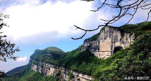 中青看点 旅游频道 > 正文   摩围山风景区地处重庆市彭水县南部,距