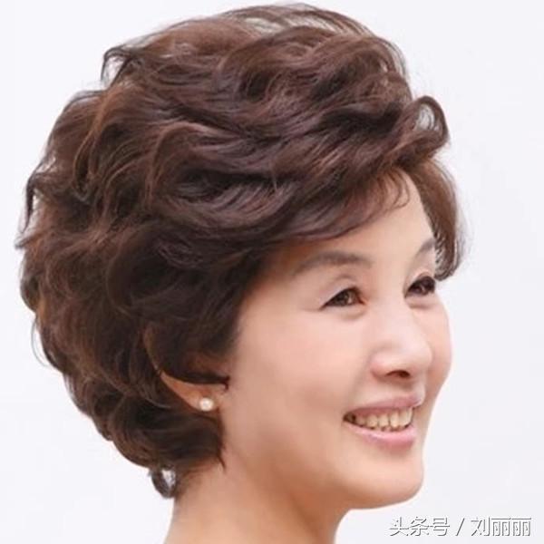妈妈发型_50岁妈妈发型17款,焕发青春气质,过快乐女神节