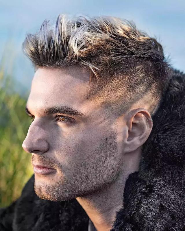 时尚频道 > 正文   为人比较低调的男士可能不太喜欢夸张的油头发型图片