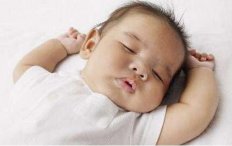 宝宝的这3种睡姿隐患无穷,做妈妈的别掉以轻心