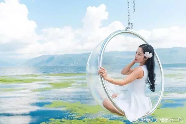 网红玻璃球 这个玻璃球可以说是近几年来大理旅游的游客首选的拍照图片