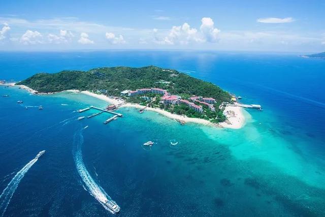 地址:三亚市海棠区蜈支洲岛 三亚西岛,沙滩柔和,海水清澈见底,环岛