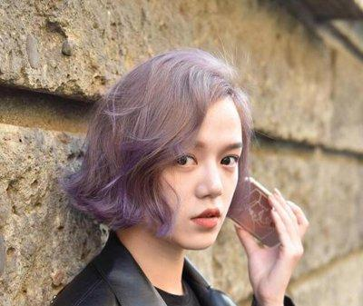 偏分雾面紫色中短发烫发发型图片