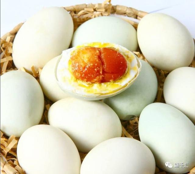 """中青看点 美食频道 > 正文   """"一只鸭蛋两头圆呀, 圆圆那个鸭蛋真可爱"""