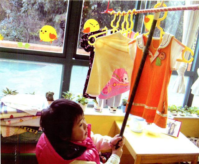 幼儿园中班区角活动主题我长大了之晾衣服,蝴蝶结,毛茸茸的围巾