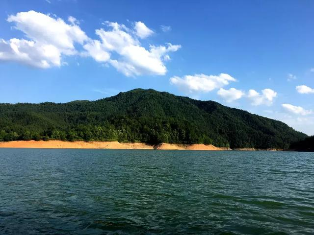 美翻了!泛舟丹霞湖,共享水天一色美景