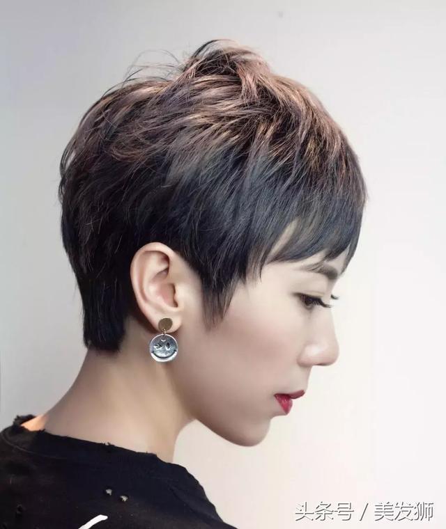 2018最潮的发型女短发发型