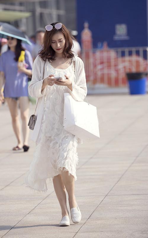 街拍路人,另类独特的穿搭风格,最适合时下炎热的天气