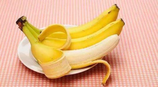 香蕉皮煮水喝_夏天经常用香蕉皮煮水喝,坚持几天后,身体出现这3大