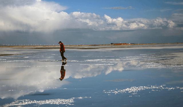 """雨天下的茶卡盐湖,天空灰蒙蒙,抖音上的""""天空之境""""的"""
