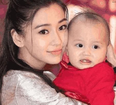 刘涛儿子和杨颖儿子近照,有没有变脸看孩子就知道,哪个更可爱?
