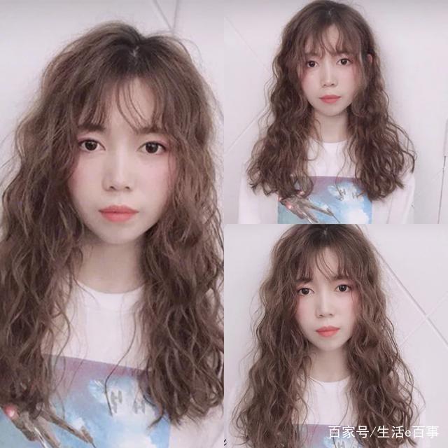 """2019年最流行,好看的一款韩式""""木马卷""""发型,这款修剪的长度是中长款图片"""