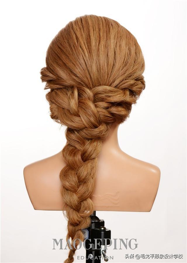 时尚晚礼发型可以简单又日常,还不快点学起来