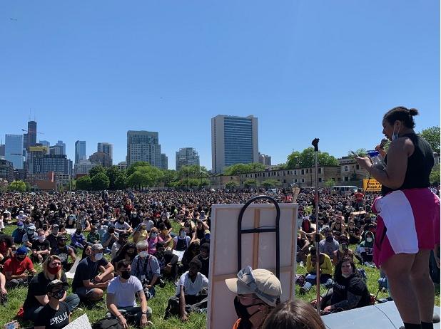央视新闻美国多城抗议继续发酵 大批民众步行走上金门大桥
