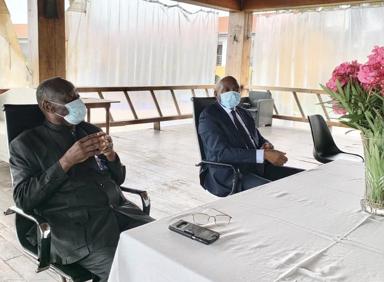 央视新闻客户端中国援刚果(布)抗疫医疗专家组支援黑角抗击新冠肺炎疫情