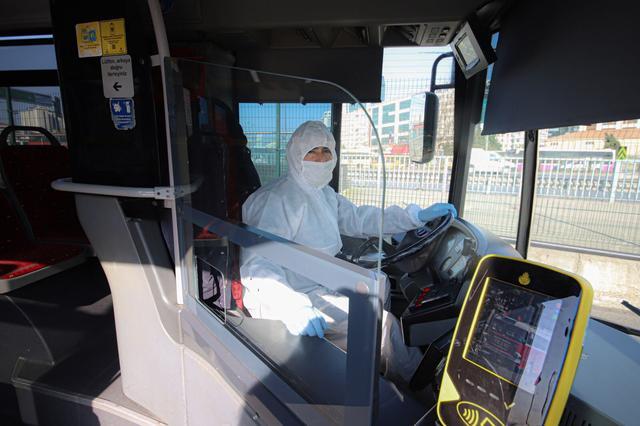 【国际在线】土耳其伊斯坦布尔抗疫新举措 公交司机穿上防护服