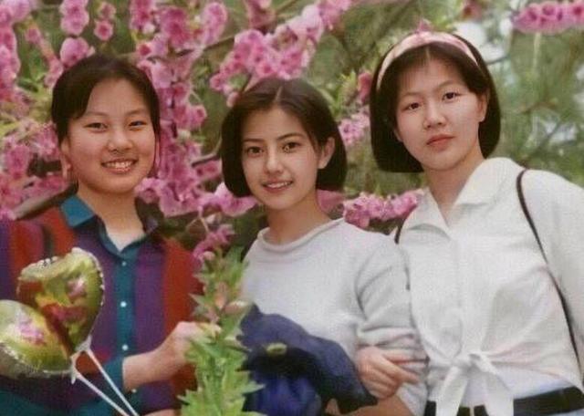 #东北网#高圆圆少女时期旧照曝光 大眼水灵短发学生妹造型清纯