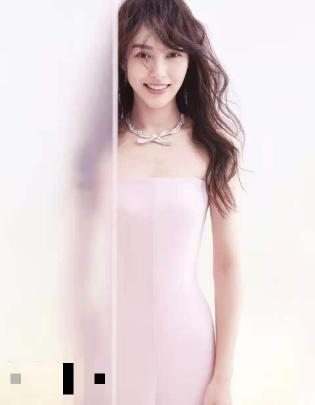 36岁唐嫣登杂志封面,一袭粉色抹胸裙头发慵懒,仍似少女