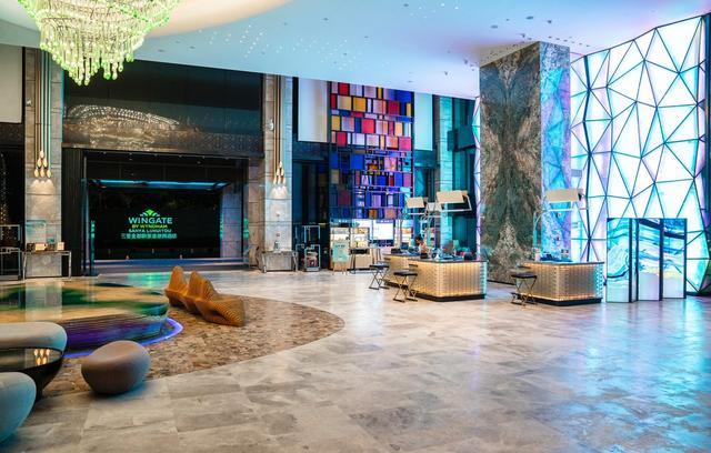 [约吗旅行]鹿回头山脚下高性价比酒店,直面三亚市中心,装修更受年轻人喜爱