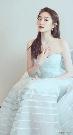 「时尚迪科」关晓彤对衣服要求严格,对饰品挑选更严格,难怪穿搭总被夸赞
