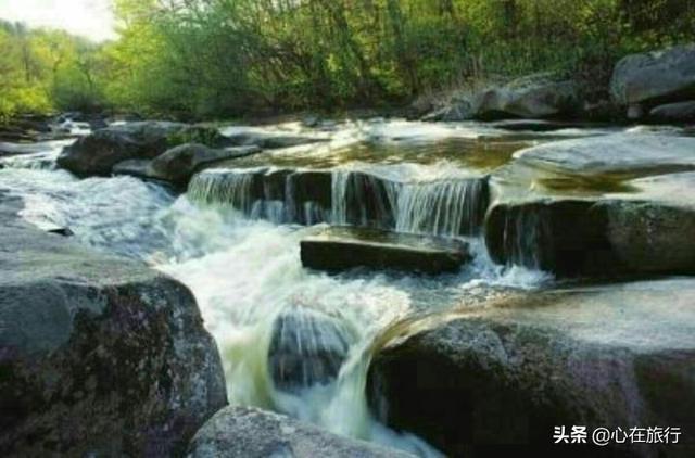 """#旅行柚子君#吉林兰家大峡谷国家森林公园,吊水壶景区,被誉为""""北方小九寨"""""""