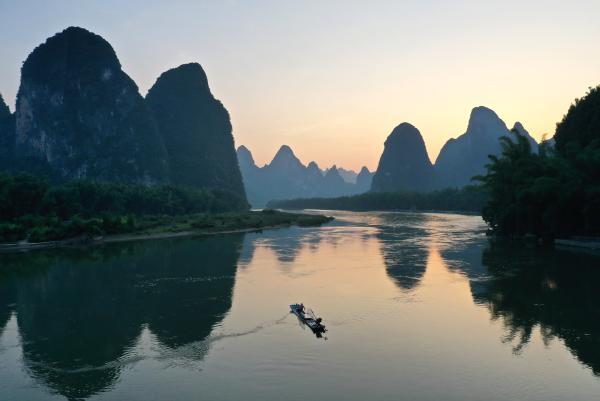 中国吉林网▲桂林山水:江作青罗带 山如碧玉篸