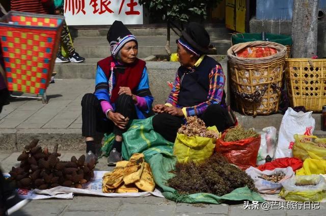 世界那么大:云南有座古城,生活着少数民族,却非常崇尚汉文化,家家贴对联