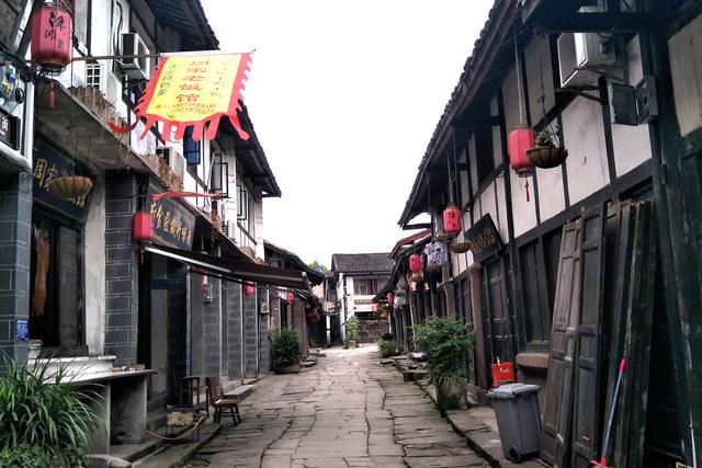 """玩乐足迹:重庆现存唯一的瓮城,首批""""中国最美村镇"""",门票免费却少有人知"""
