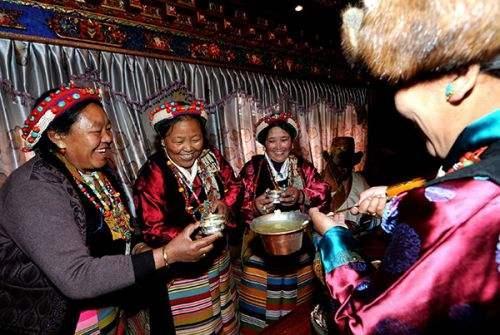 世界那么大▲去西藏旅游,喝青稞酒也是一门学问