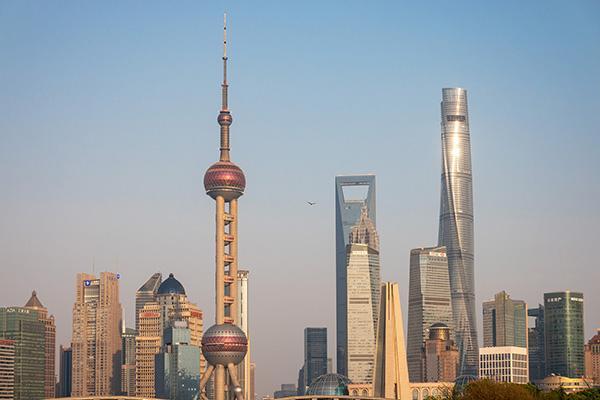 #澎湃新闻#上海中心上海之巅、东方明珠、金茂大厦观光厅已恢复观光业务