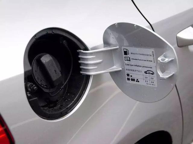 『世界那么大』为什么跑川藏线的汽车都喜欢将油箱开着驾驶?汽车也有高反?