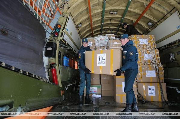 [央视新闻客户端]中国新一批人道主义抗疫物资运抵白俄罗斯