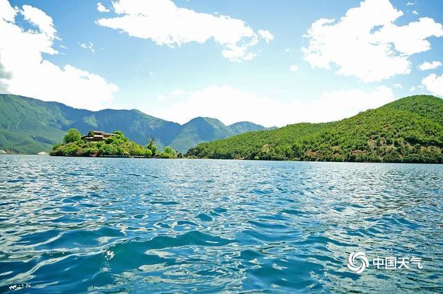 趣旅游■夏日泸沽湖 圣洁如天堂