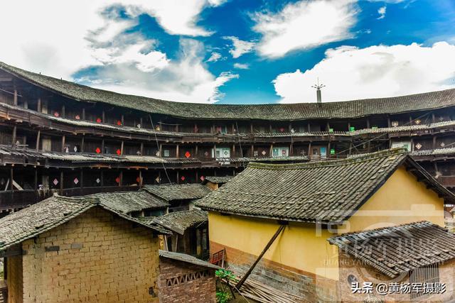 趣旅游:福建永定区洪坑村环兴楼,历经风雨500多年,共四层墙厚1.8米