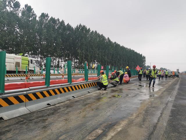 「大众日报」京台高速改扩建工程完成第一阶段施工转序,实现单幅双向通行