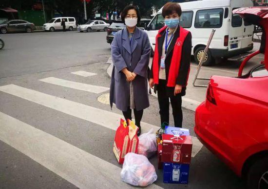 """快乐养生@内江援湖北医疗队员请放心!""""四送到家""""帮你照顾好后方家庭"""
