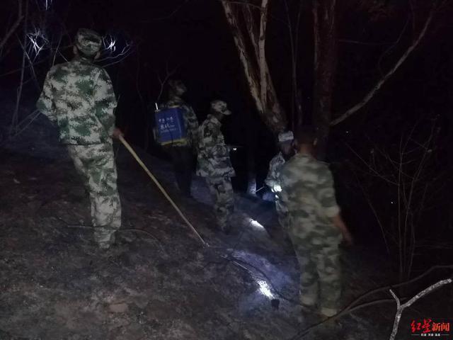 「红星新闻」西昌森林火灾直击:2108名扑火人员彻夜值守,清理烟点15个