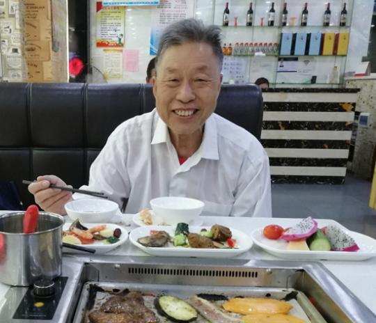 「中国新闻网客户端」父亲留在了火神山