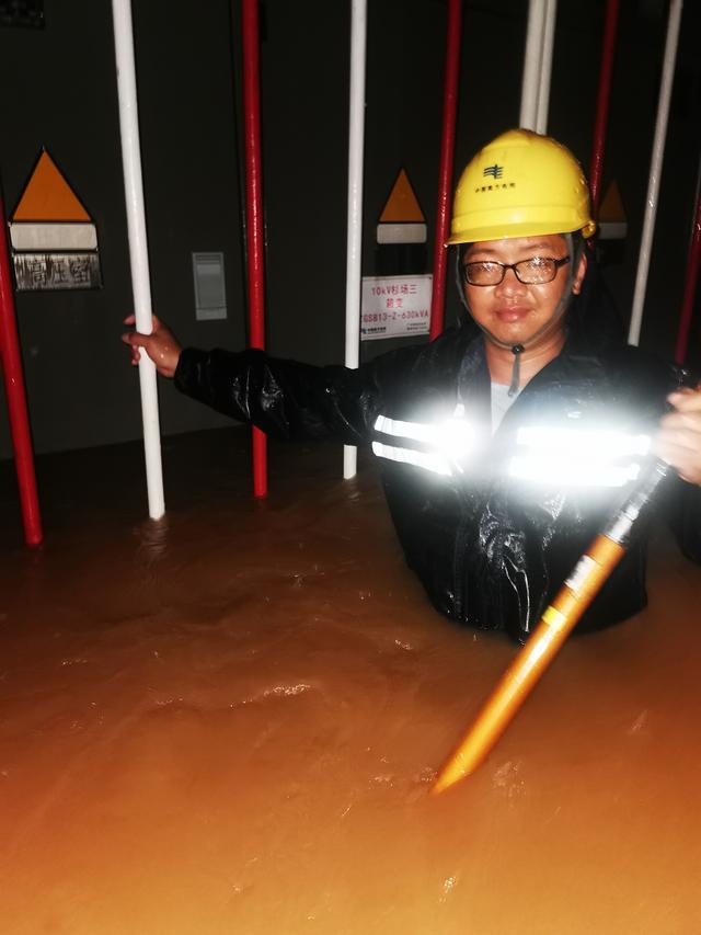 广州日报广州供电局3000名抢修人员连夜鏖战暴雨