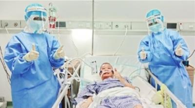 中国新闻网客户端四省医疗队接力救治109天 新冠危重症患者章玮出院了