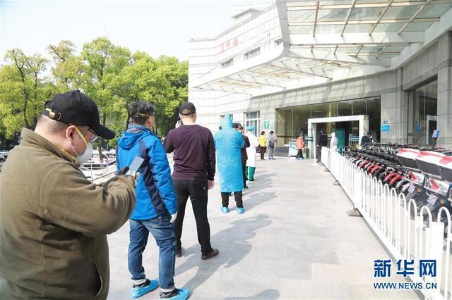 「新华网客户端」武汉:市民复工体检忙