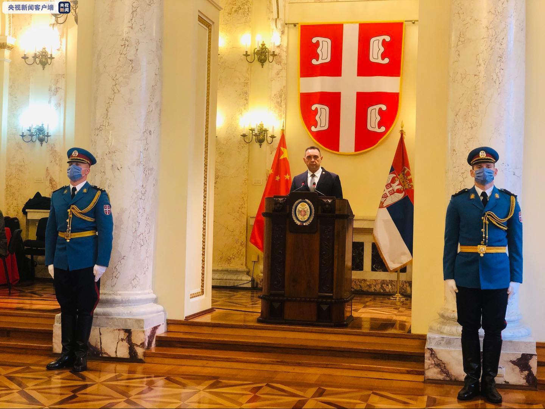 央视新闻客户端塞尔维亚国防部长新冠病毒检测呈阳性