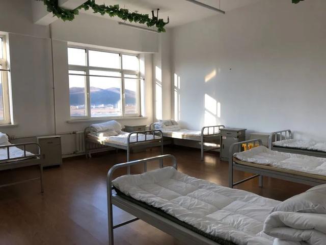 [剥洋葱]绥芬河方舱已经准备好了:一周内,办公楼如何变医院?