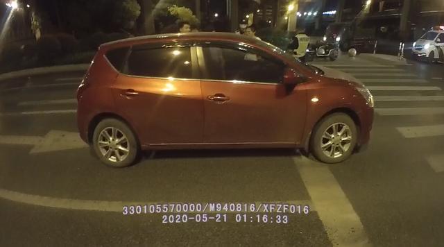 阿虎汽车:一个8秒绿灯没过,司机红灯前被人拔了车钥匙:你别开车了