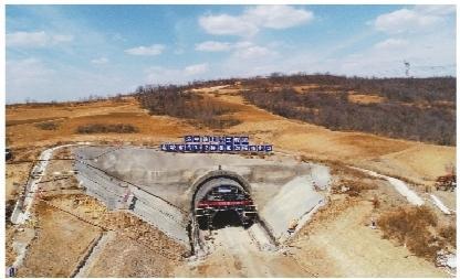 东北新闻网:朝凌高铁姜家沟隧道成功贯通