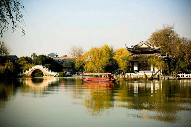 [玩乐足迹]东关街是扬州非常有名的一条街,各种特产,还有好多民俗服装店