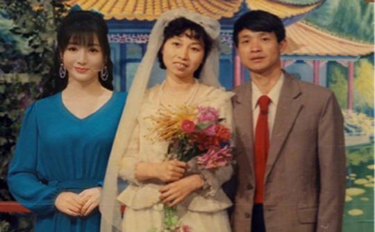 「资讯早知道」父亲离世,柳岩大哭:人到中年,最怕至亲变成一张照片。