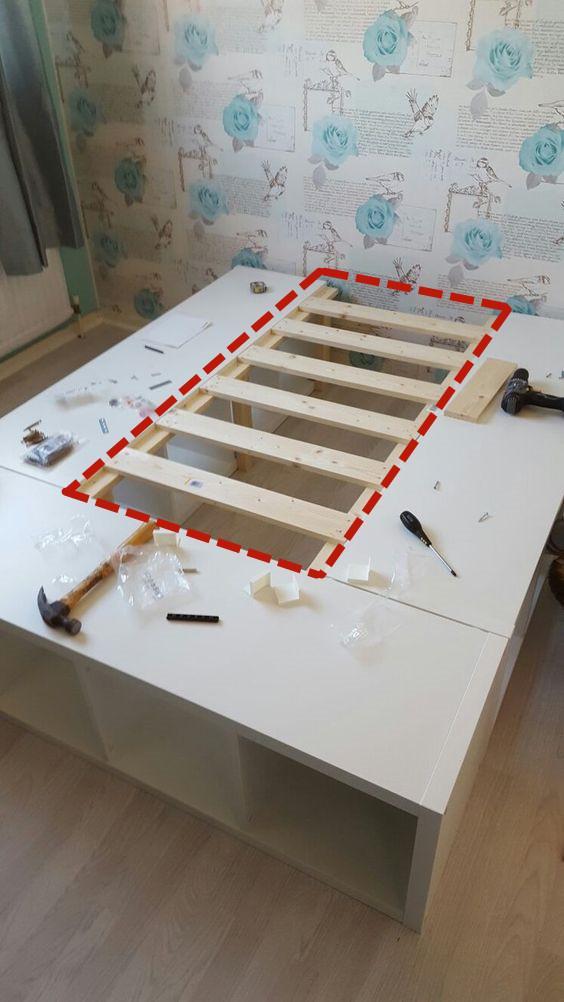 新家大变样@3个旧柜子拼成U字型,中间架上木板条,做张儿童床给宝贝外孙女
